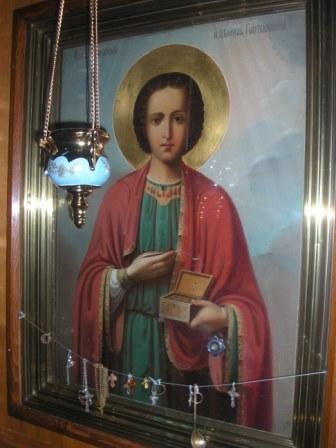 Великомученик Пантелеимон (с частичкой мощей святого)